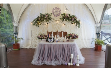 стол молодых на свадьбу