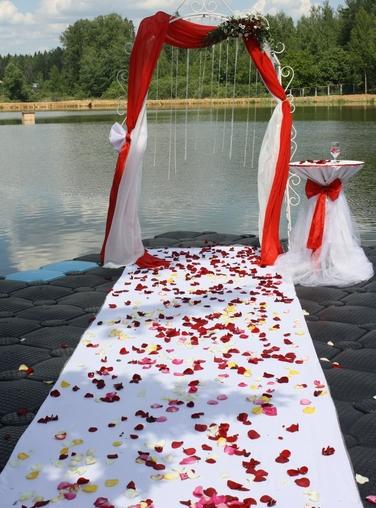 оформление свадьбы у воды