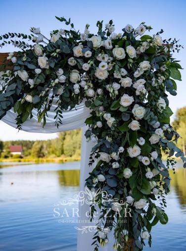 Цветочная свадебная арка в аренду